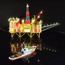Bohrinsel mit Versorgungsschiff