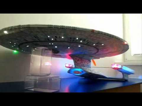 Fliegendes Modell der NCC-1701‑D