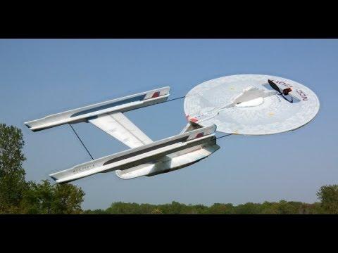 Die Enterprise‑A, ein klingonischer D7-Kreuzer, ein X‑Wing und die Serenity – sie fliegen!