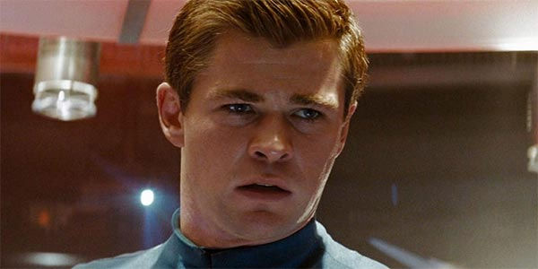 Chris Hemsworth als George Kirk