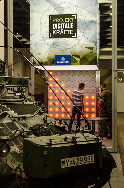 Die Bundesweh möchte uns im Cyberspace offenbar mit Panzern verteidigen ...