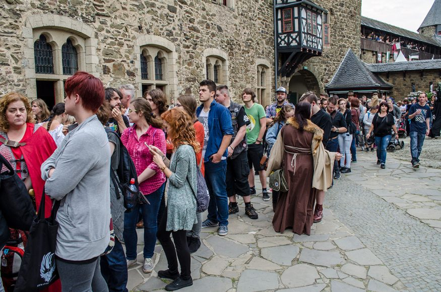 Schlange stehen für Fotos mit John Rhys-Davies